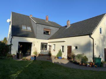 Schönes Einfamilienhaus mit großem Grundstück und Anbau, 27755 Delmenhorst, Einfamilienhaus